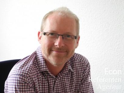 """Referenten_Ueckerseifer_Ulrich_Moderator""""/"""