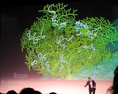 ECON Redner Dirk Steffens vor Koralle