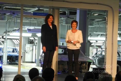 ECON Redner Ursula Heller mit Ilse Aigner bei BMW