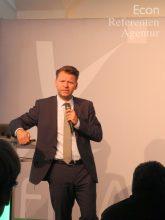 Econ-Referent Tobias Kollmann während eines Vortrags.