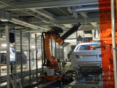 ECON Roboter scannt lackierte Karosserie
