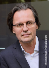 Prof. Dr.   Bernhard Pörksen